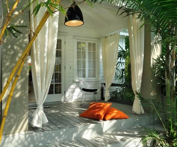Веранда в тропическом стиле