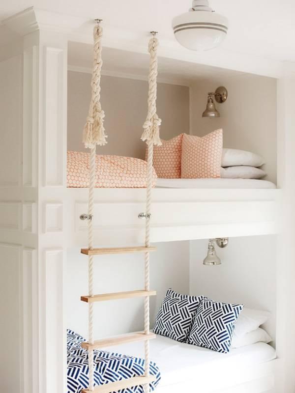 Двухъярусная кровать с веревочной лестницей