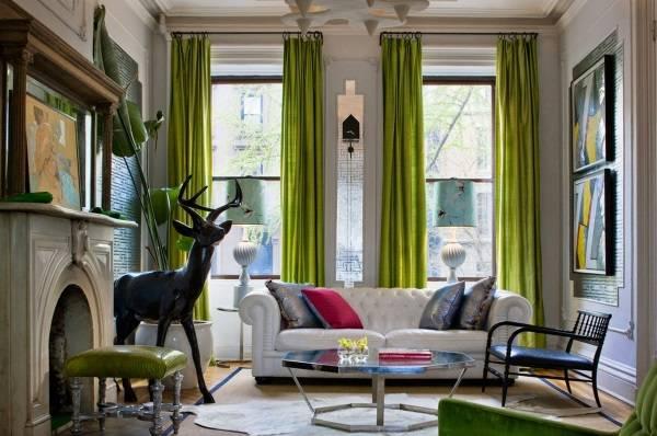 Ярко-зеленые шторы в дизайне гостиной