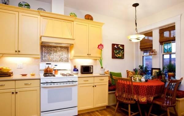 Желтая мебель для кухни в стиле прованс