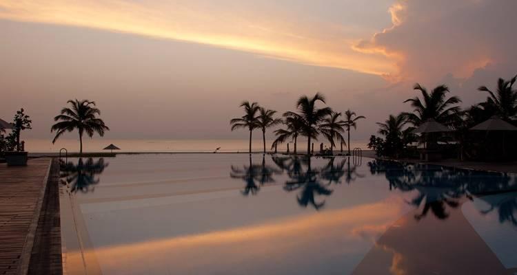 Вид из отеля Uga Bay