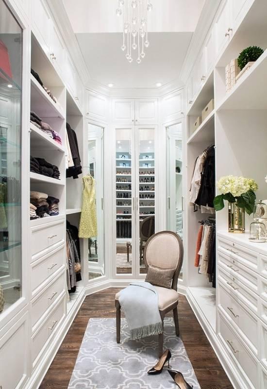 Встроенная мебель для маленькой гардеробной
