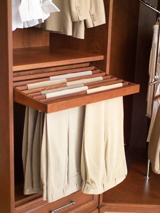 Идея для хранения брюк в гардеробной