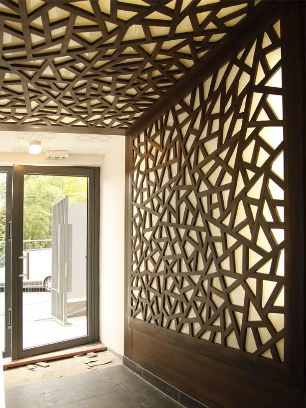 dekorativnye-stenovye-paneli-s-uzorom