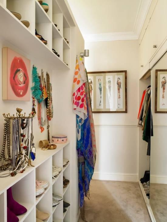 Маленькая гардеробная комната в квартире