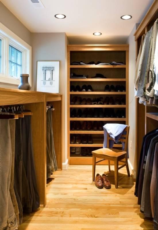 Минималистская мебель для маленькой гардеробной