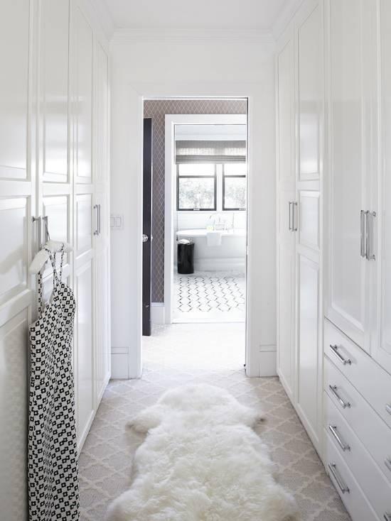 Гардеробная комната в коридоре