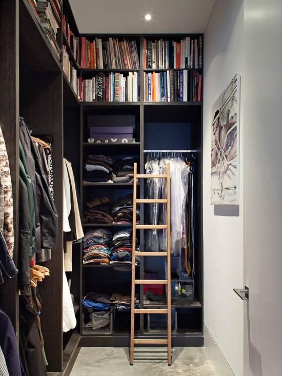 Дизайн гардеробной с высокими потолками
