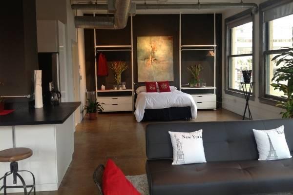 Красивая спальня в квартире студии