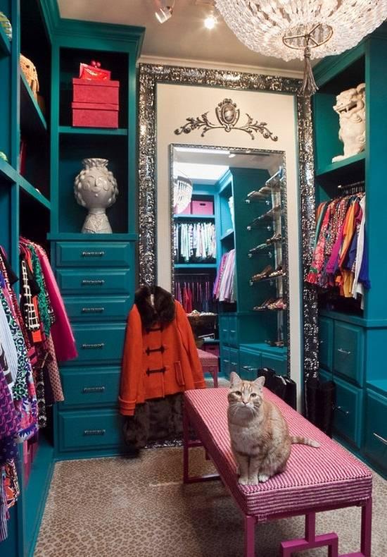 Маленькая гардеробная комната в стиле luxury