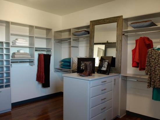 Идеальная мебель для гардеробной комнаты