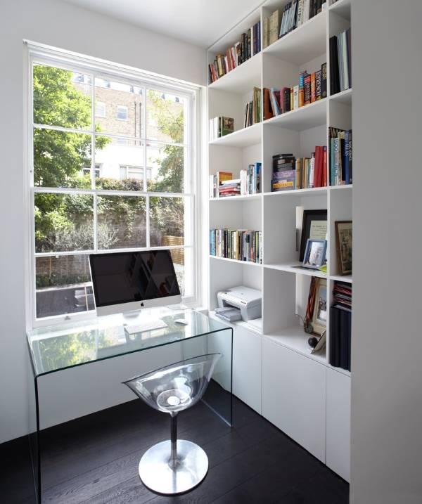 Прозрачная мебель: письменный стол и кресло