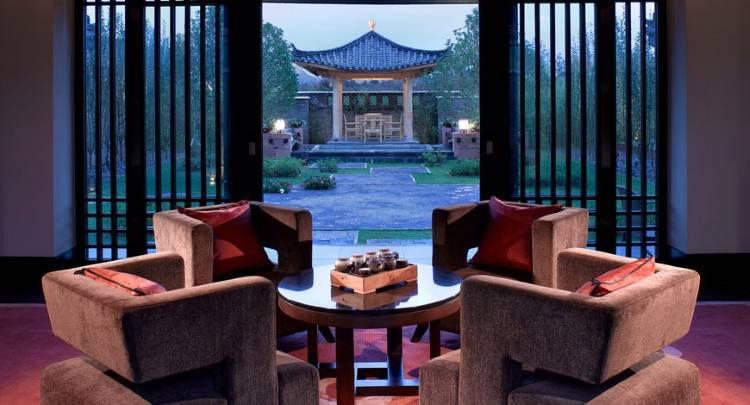Дизайн гостиной в отеле Banyan Tree Lijiang