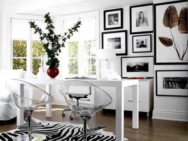 Прозрачные кресла в стильном интерьере