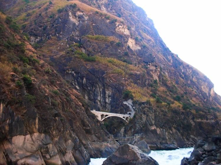Вид на Ущелье Прыгающего Тигра (Лицзян)