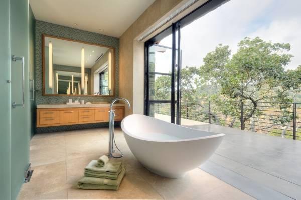 Отдельностоящая ванна без ножек