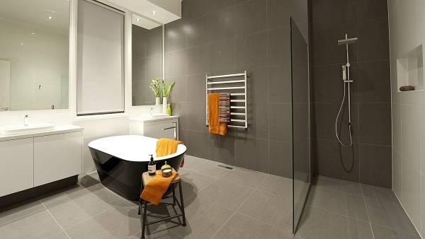 Дизайн ванной в сером цвете и стиле минимал