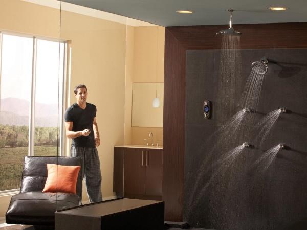 Многофункциональный душ в ванной комнате