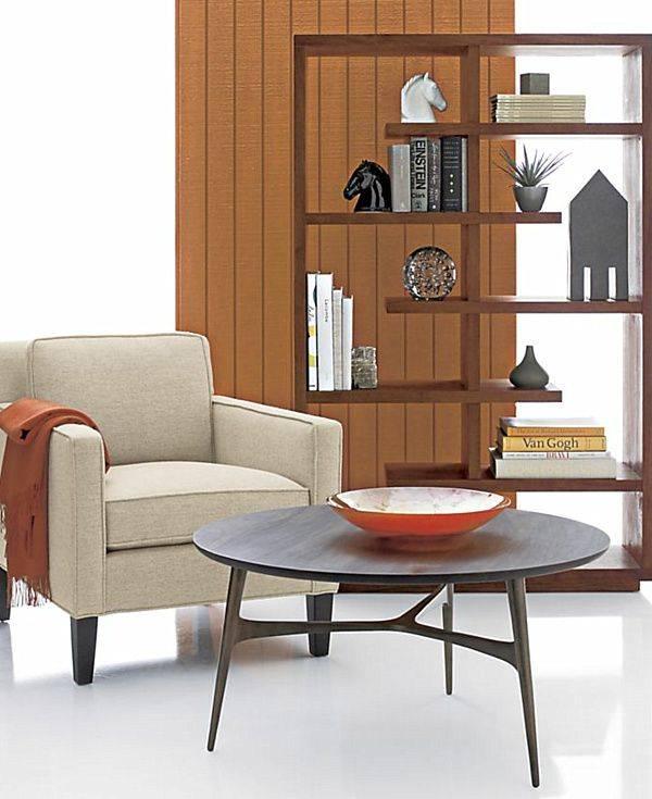 Современные деревянные полки для гостиной