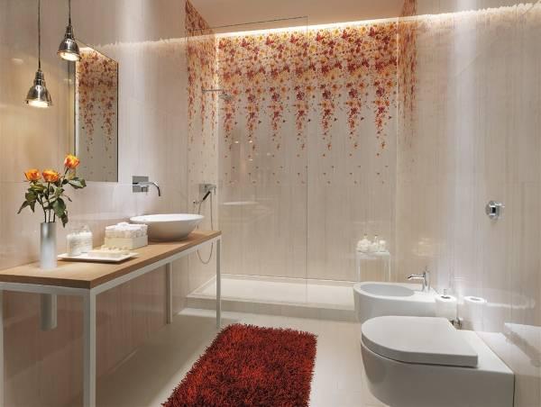 Плитка для ванной с цветочными узорами