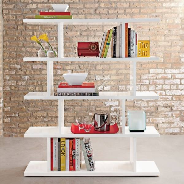 Дизайнерские книжные полки в гостиную