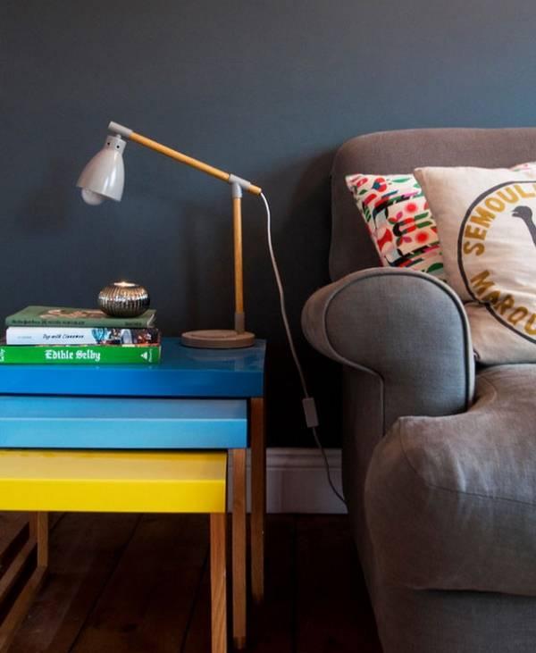 Ретро минимализм в интерьере: столик с лампой