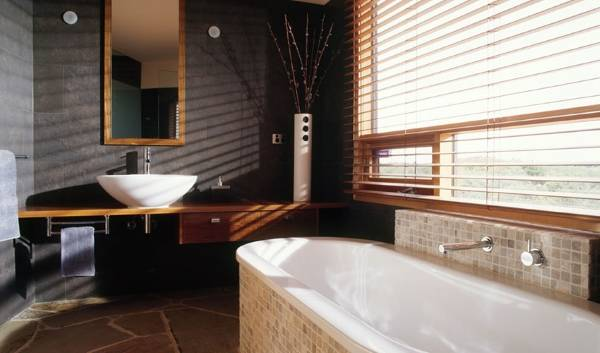 Дизайн ванной с природными материалами