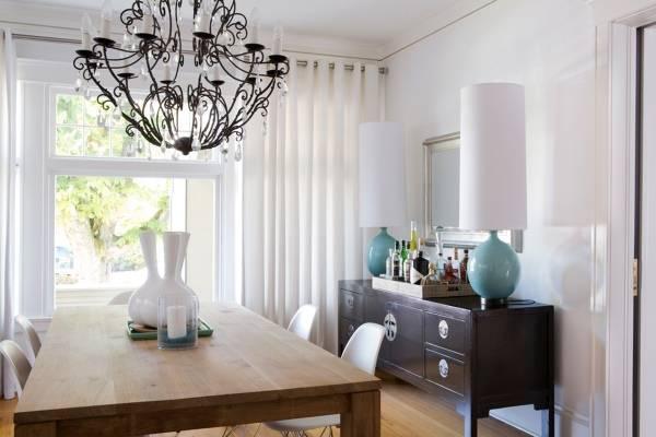 Высокие настольные лампы в столовой