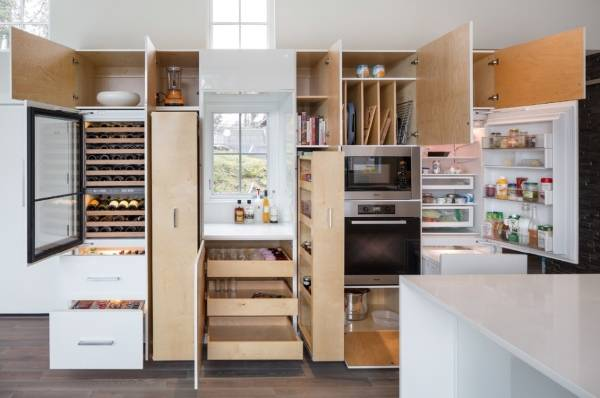 Умная кухонная мебель с множеством разделов
