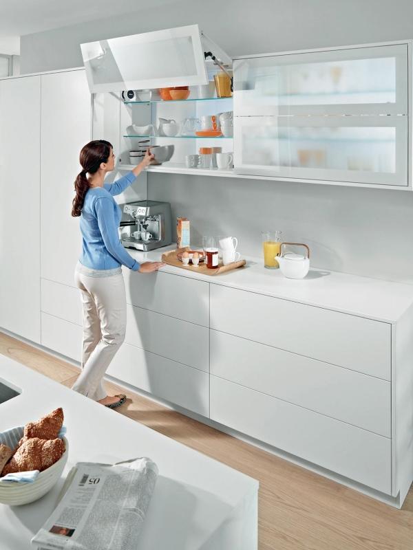 Белая современная кухня в стиле минимал