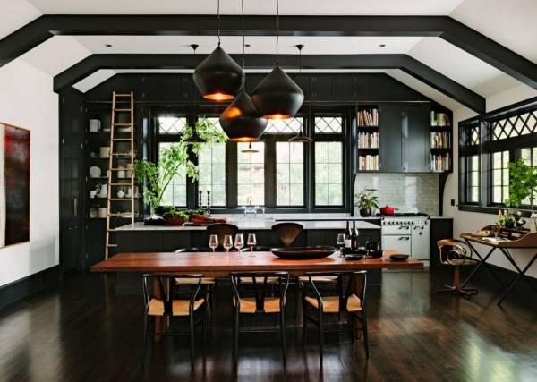 Красивая темная мебель для кухни