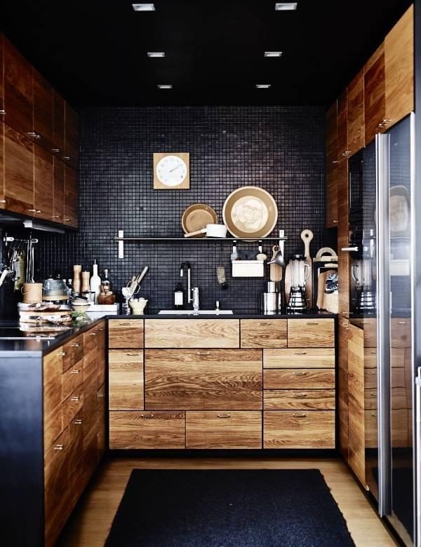 Маленькая кухня в черном цвете