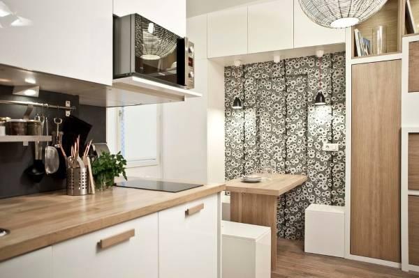 Зонирование кухни с обоями для стен