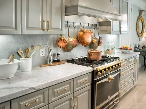 Медные сковородки в дизайне кухни 2015