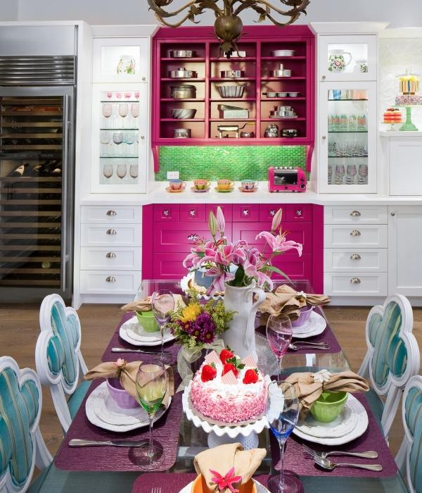 Веселый и красочный дизайн кухни 2015