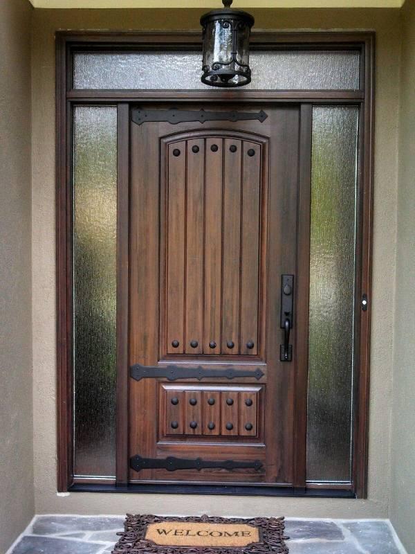 Деревянные двери в стиле кантри