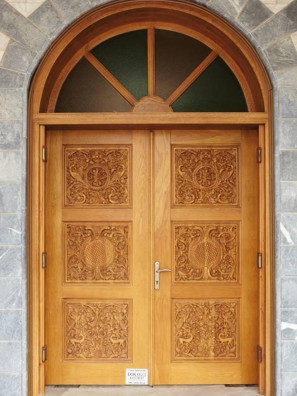 Парадные входные двери из дерева