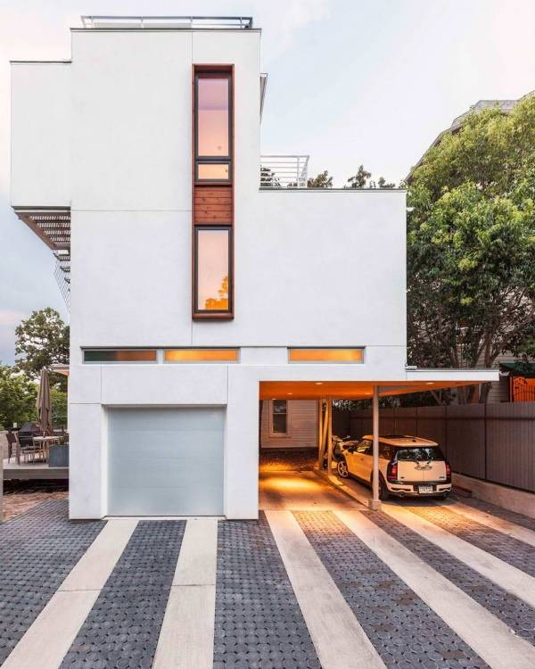 Дом в стиле минимализм с навесом для авто