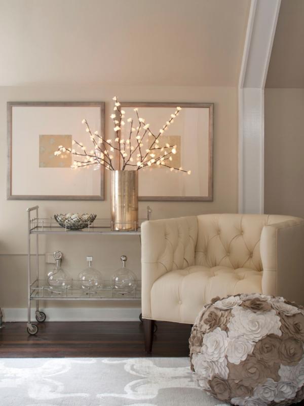 Идея для простого и стильного декорирования гостиной