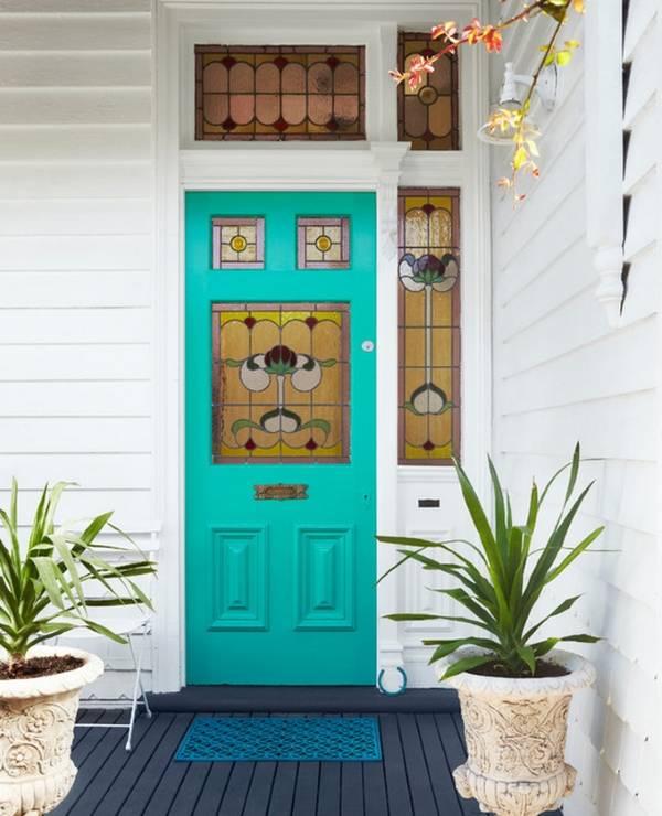 Красивая входная дверь в частный дом