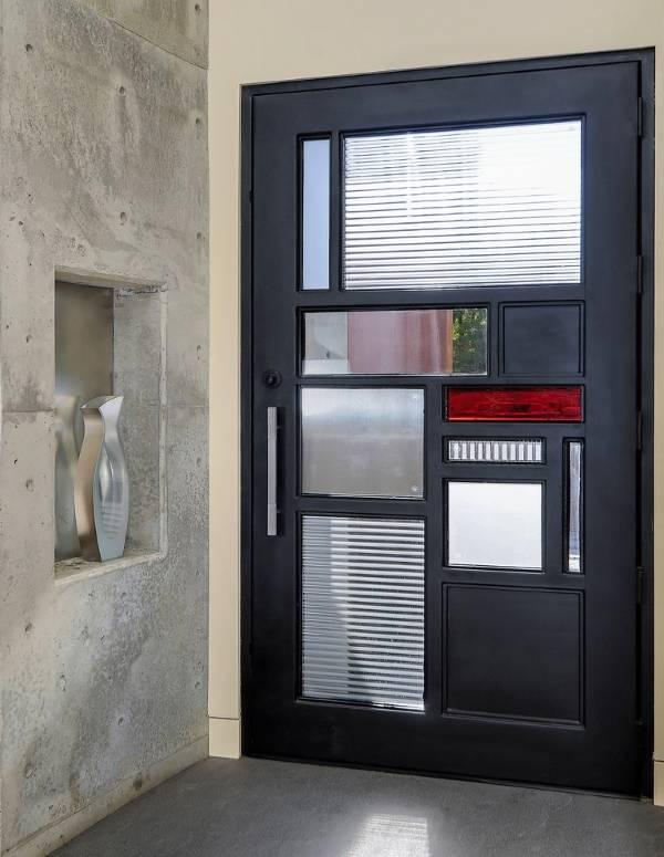 Красивые металлические двери в современном стиле