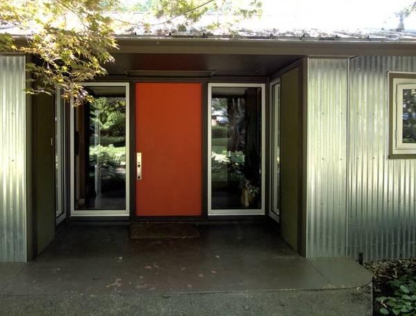 Металлические двери для входа в дом