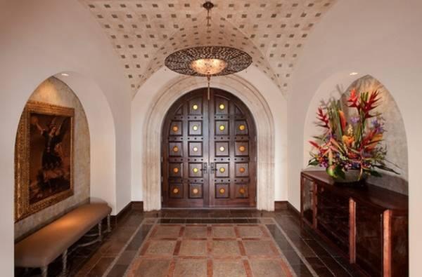 Дом и входные двери в марокканском стиле