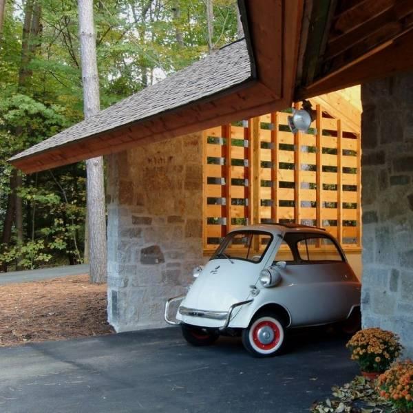 Пристройка к дому в виде навеса для машины