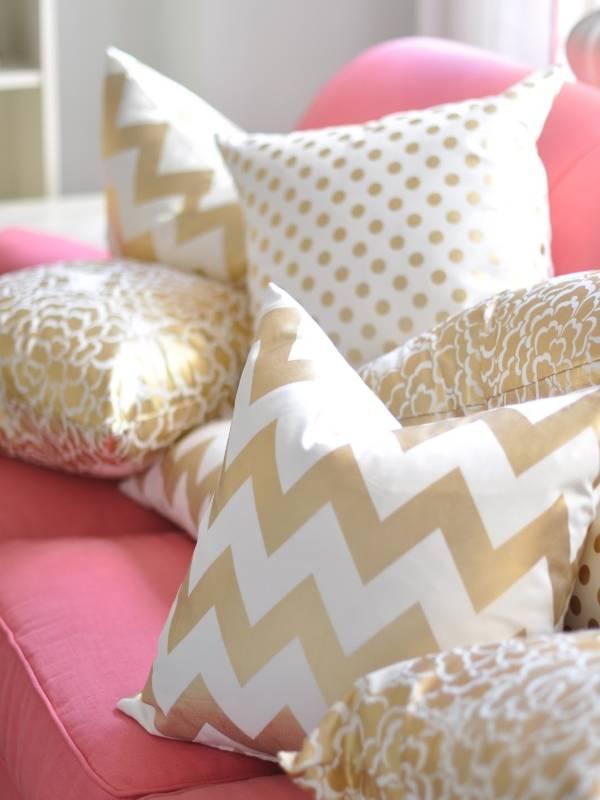 Стильные подушки с классическими узорами
