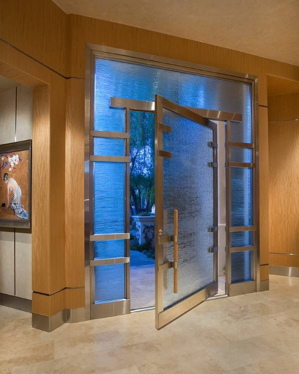 Входные двери из металла (сталь) и стекла