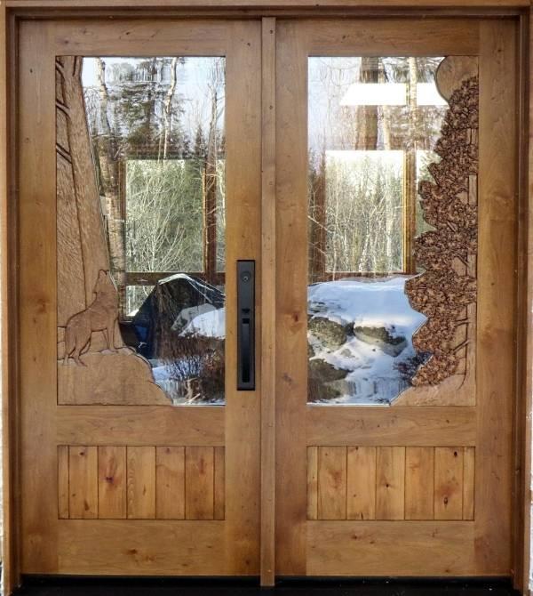 Деревянные двери с вручную вырезанным узором