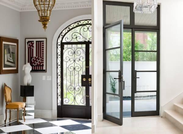 Стеклянные входные двери с металлической отделкой
