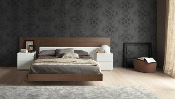 Черные обои и плавающая кровать в спальне