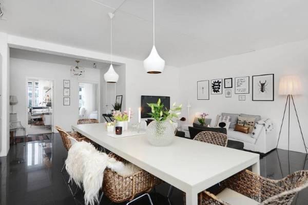 Цветы и другие материалы в дизайне гостиной и столовой